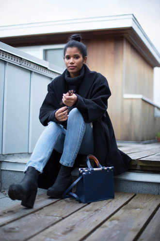 babes in velvet blogger straight jeans black coat chunky boots navy bag