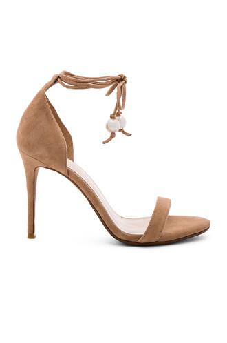 heel tan shoes