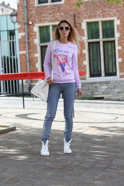 from brussels with love blogger sweater jeans shoes bag purple skinny jeans grey jeans white sneakers white bag shoulder bag