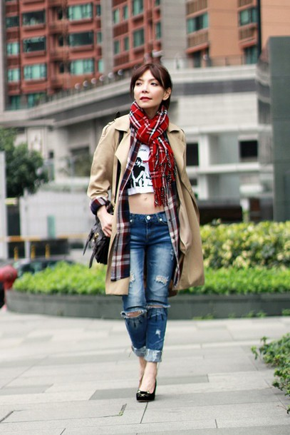 mochaccinoland blogger beige coat ripped jeans tartan scarf coat shirt t-shirt jeans scarf bag shoes