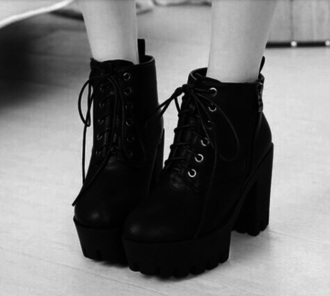shoes black black boots boots black shoes goth gotic fashion shorts dress top crop tops tumblr gotica shoes black crop top strappy tumblr outfit black heels