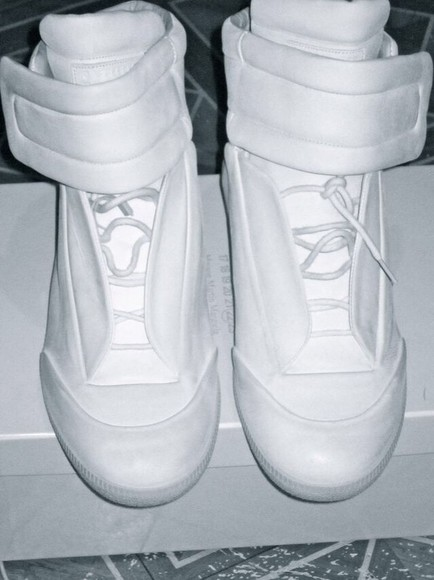 kanye west white shoes yezzy, black, red, white, airmaxs, nike, kanye,