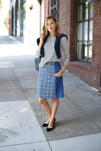 the classy cubicle blogger skirt shirt sweater bag jewels