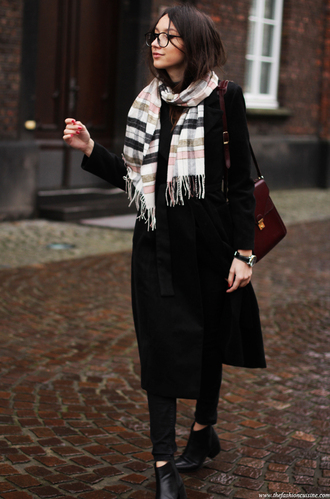 the fashion cuisine blogger scarf black coat hipster