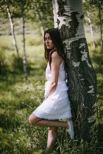 themiddlecloset blogger dress shoes jewels white dress sneakers summer outfits