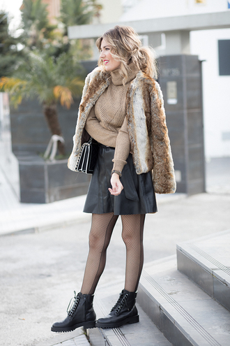 mi aventura con la moda blogger sweater skirt shoes coat bag fur coat boots flat boots black bag turtleneck sweater