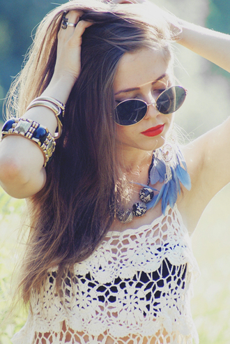tank top jewelry jewels dark blue sunglasses retro round sunglasses feathers lipstick necklace bracelets crop tops white