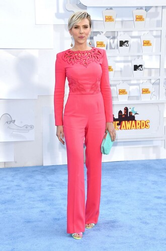 jumpsuit scarlett johansson mtv movie awards pink sandals shoes