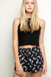shorts,indou,cool,black,grey,tank top,bretelle,rat cou,summer,beach,short,crop tops,fashion,tendance