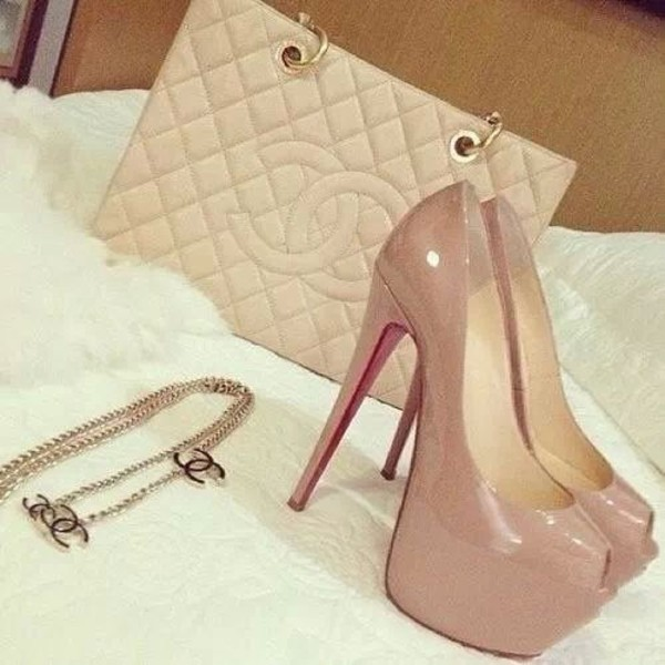 shoes louboutin sac chanel beige collier chanel bag high heels louboutin jewels dress cream shoes heels red shoes jewelry handbag necklace