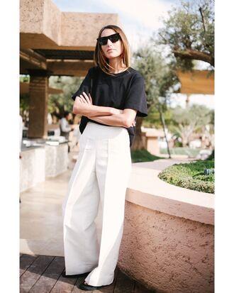 pants white pants white wide leg pants black top sunglasses shoes