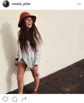 top,white,white top,white t-shirt,white sweater,sun hat,indie,indie rock,hipster,boho,boho chic,boho shirt,boho dress,hipster sweater,hipster top