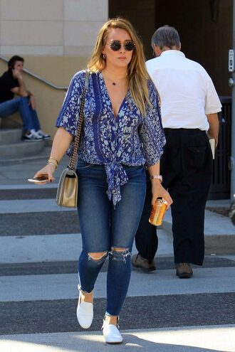 jeans blouse top hilary duff streetstyle fall outfits