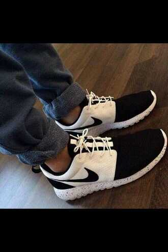 shoes black and white nike roshe nike black and white kicks sneakers roshes black and white nike roshe run