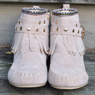 shoes fall booties fringe aztec tribal pattern bear camp fall style ootd fall boots trendy amazing lace moccasins moccasin boots studded shoes buckle detail fringe shoes