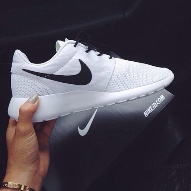 shoes roshes black and white roshe runs white