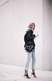 bekleidet,blogger,bag,cropped jeans,light blue jeans,beaded,black bag,black leather jacket,black heels,cut-out