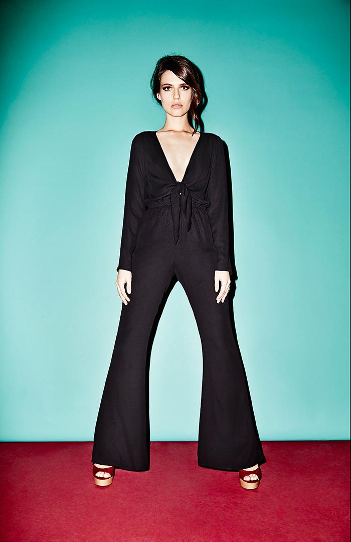 DailyLook: DAILYLOOK Plunging Tie Bodice Jumpsuit in Black XS - L