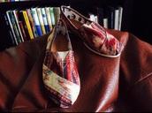 shoes,alpercatas,aztec,print,paez,toms shoes women,toms,toms women,aztec print skirt,aztec shoes,indian,native american,aztec sweater,indian boots,printed sweater,leopard printed shoes,floral printed shoes,aztec print dress