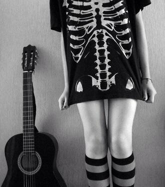 t-shirt shirt black white skull bones skeleton knee high socks halloween