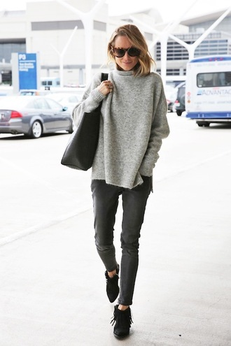 le fashion image blogger jeans grey sweater tote bag fringe shoes
