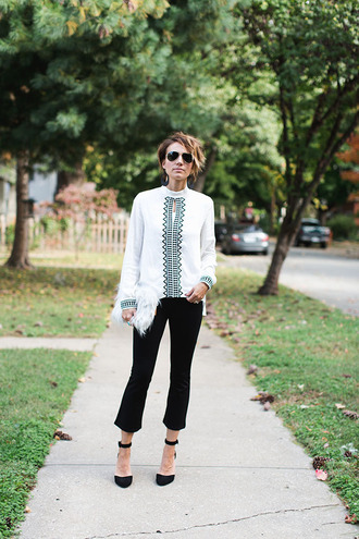one little momma blogger blouse pants shoes bag sunglasses jewels cropped pants high heel pumps white blouse
