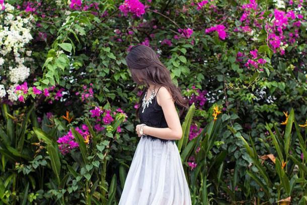 beverly ville blogger skirt statement necklace