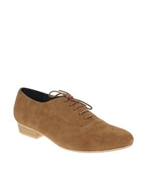 Chaussures plates lacã©es en daim doux chez asos
