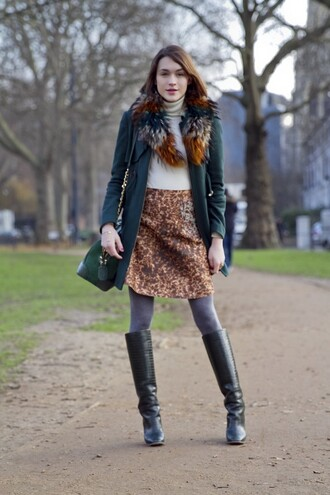 la petite anglaise blogger coat black boots fur scarf