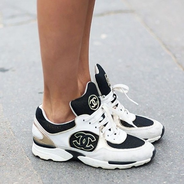 shoes chanel sneakers white black low sneakers chanel