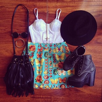 skirt look outfit shoes fashion insects top original clothes urban outfitters shorts glasses pink sunglasses sunglasses brown sunglasses bag cross cross earring hat crop tops summer summer skirt hipster necklace set bracelets tank top butterfly indie boho