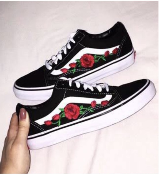 e7b8b1b659 shoes vans roses black and white