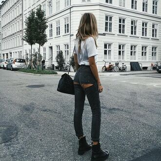 jeans tumblr grey jeans ripped jeans t-shirt white t-shirt boots black boots flat boots bag black bag