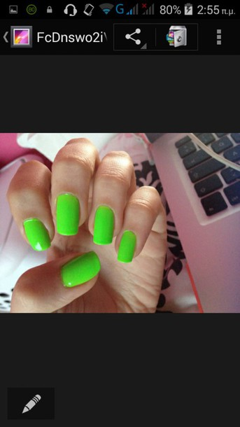 nail polish light green