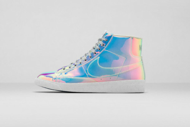 2013c0014514 shoes nike sneakers holographic holographic shoes shiny metallic reflective  silver rainbow sneakers shiney nike neon silver