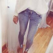 jeans,blue,skinny jeans,denim,hot,sexy jeans,ripped jeans,sweater,summer outfits,white knit sweater,gold bracelet,tanned girl,pants,ripped,washed,blue jeans,clothes,pullover,bracelets,style