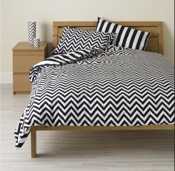 black and white pajamas monochrome print stripes zig zag print bed linen bed covers bedding chevron