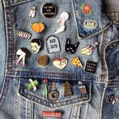 home accessory,pins,quote on it,roses,pizza,nails,dollar,money,ice cream,denim jacket,cats