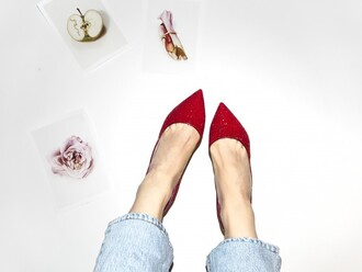 a portable package blogger pointed toe red shoes
