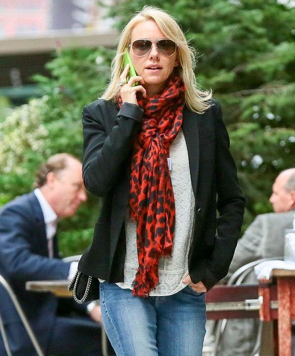 scarf bag naomi watts fall outfits