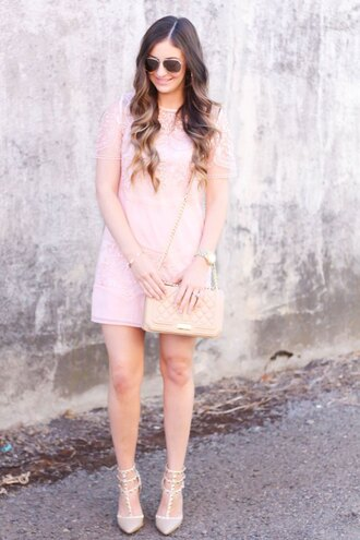 looks like rein blogger dress bag shoes jewels sunglasses pink dress light pink nude bag chanel round sunglasses nude heels