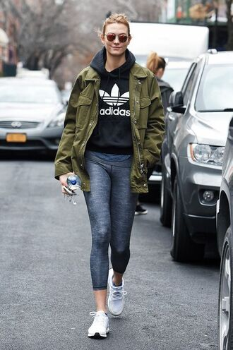 jacket sweater workout white shoes karlie kloss celeb workout looks leggings grey leggings adidas adidas shoes adidas sweater celebrity style celebrity parka sunglasses mirrored sunglasses khaki gym clothes