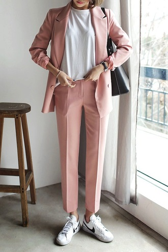 le fashion image blogger office outfits pink jacket pink blazer pink pants nike sneakers white t-shirt tailoring cropped pants t-shirt black bag nike nike shoes sneakers white sneakers blazer pants