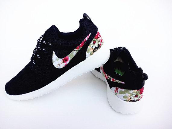 c6898ac63b personalizzato nike roshe gratis Nero eseguire scarpe uomo atletico con fiori  di tessuto