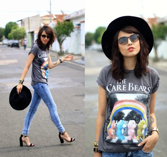 jewels cartoon t-shirt jeans blogger sunglasses my name is glenn high heels