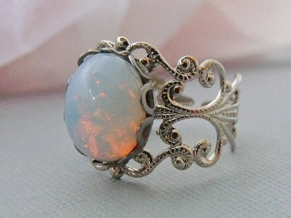 White Opal Ring With Rhodium Plated Filigree par pinkingedgedesigns