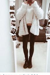 cardigan,white cardigan,gray/white cardigan sweater,white sweathirt,shirt,white t-shirt,white shirt viola skirt blonde,jacket,white,fluffy,mirror