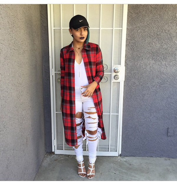 jacket plaid long plaid flannel white red ripped jeans gladiators nike cap