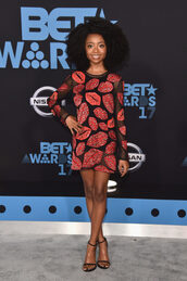 dress,skai jackson,mini dress,bet awards,sandal heels,sandals,lip print