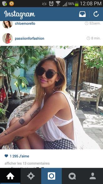 top girl short sunglasses bra outfit tie dye beach festival outfit white top white bra vichy short vichy